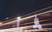 Éjszakai forgalmas városban, könnyű pályák autók - Varsó - Modern felhőkarcolók