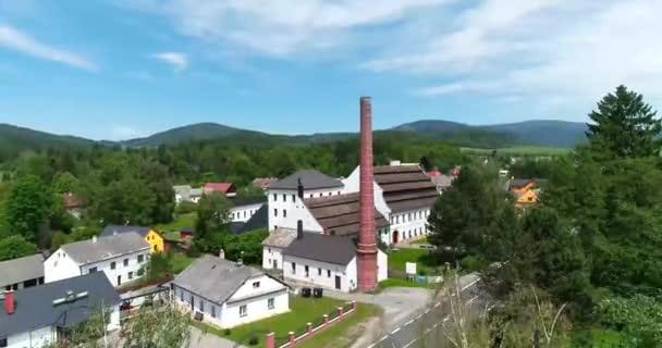 Letecký pohled na muzeum papíru ve městě Velké Losiny