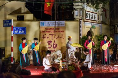 Street performance in Hanoi, Vietnam