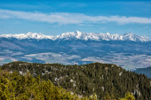 Photo High Tatras from Low Tatras mountains, Slovak republic. Hiking theme. Seasonal natural scene.
