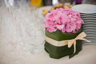 Elegant flower decoration on the table in restaurant for an even