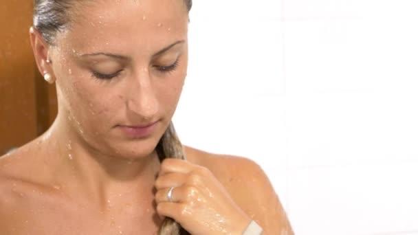 Sestra sprcha videá