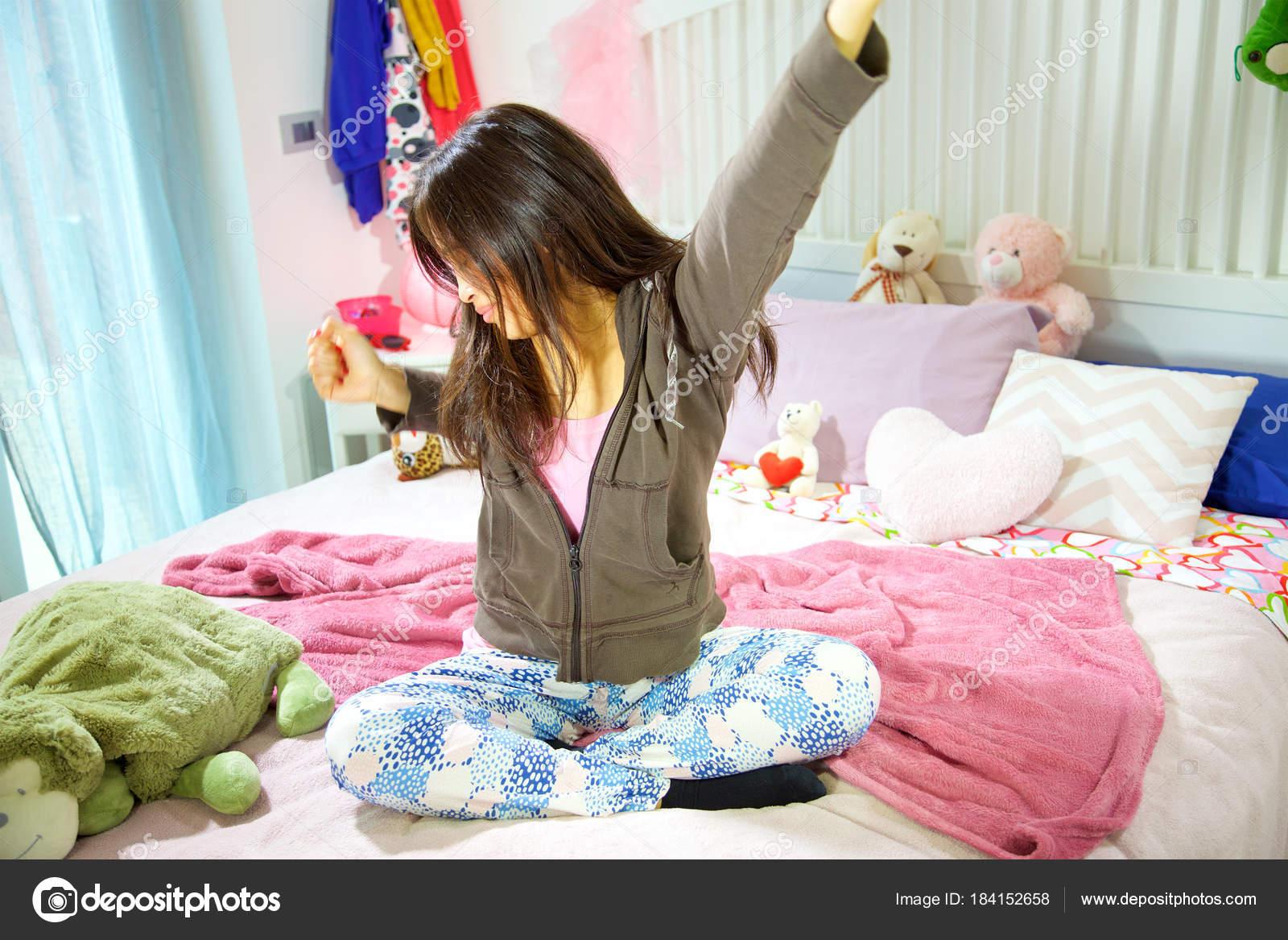 Camera Da Letto Al Femminile : Quadri per camera da letto foto design mag