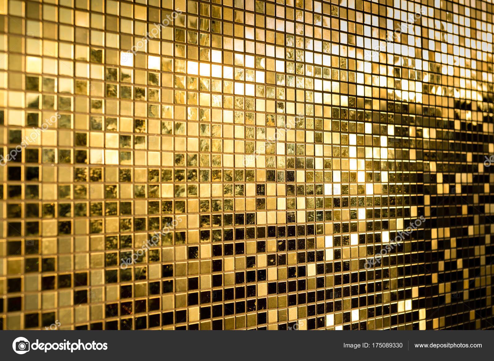 Gouden Mozaiek Tegels : Perspectief van gouden vierkante mozaïektegels voor textuur
