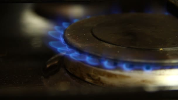 Verbrennung von Gas im Gasherd Nahaufnahme