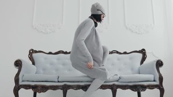 Девушка в серых чулках фото — photo 2