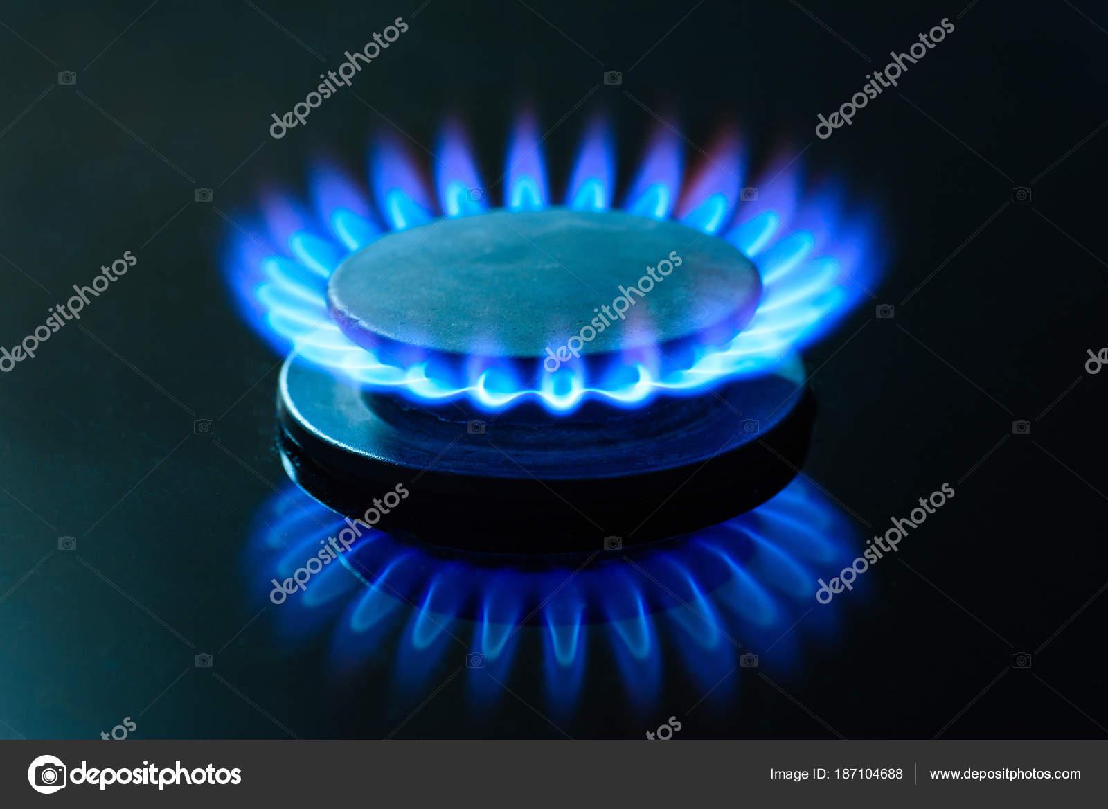 Das Gas Brennt Die Gas Herdplatte Das Kochfeld Der Kuche Stockfoto
