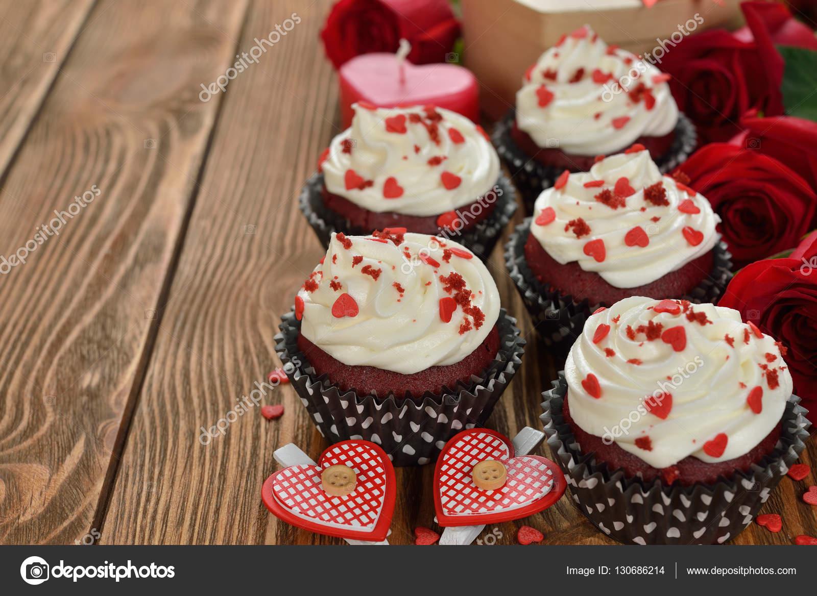 Susse Romantische Cupcakes Fur Valentinstag Stockfoto C Olyina