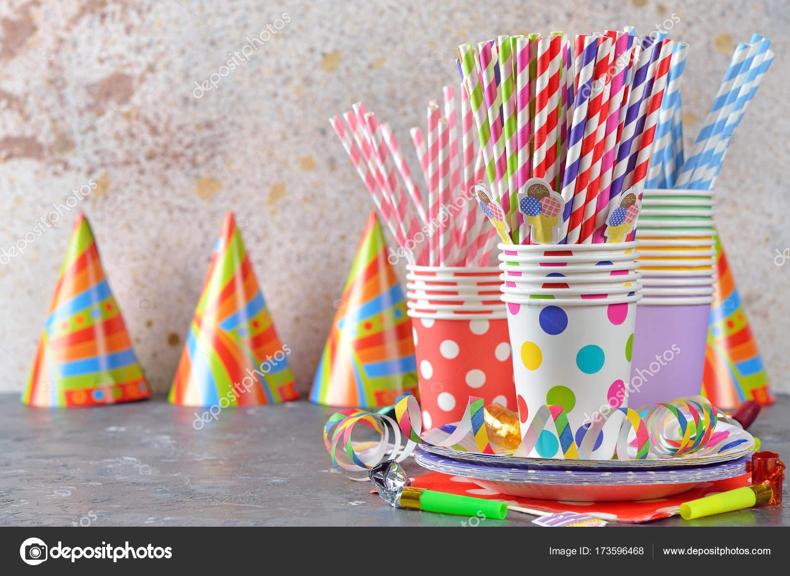 e807ee6c727a Accesorios coloridos para fiestas infantiles - accesorios fiestas  infantiles — Foto de ...