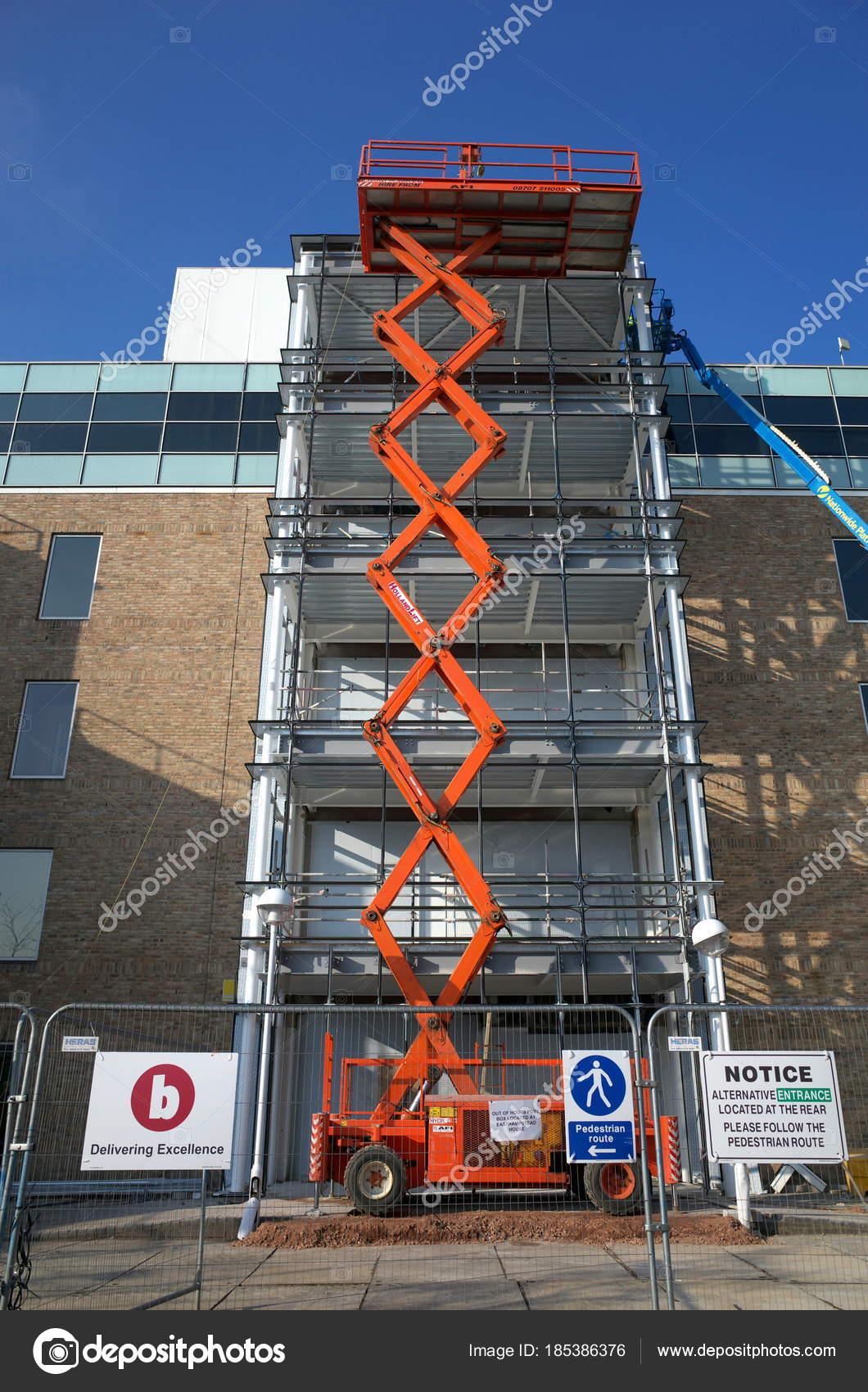 Bracknell England February 2018 Scissor Lift Access Platform Made