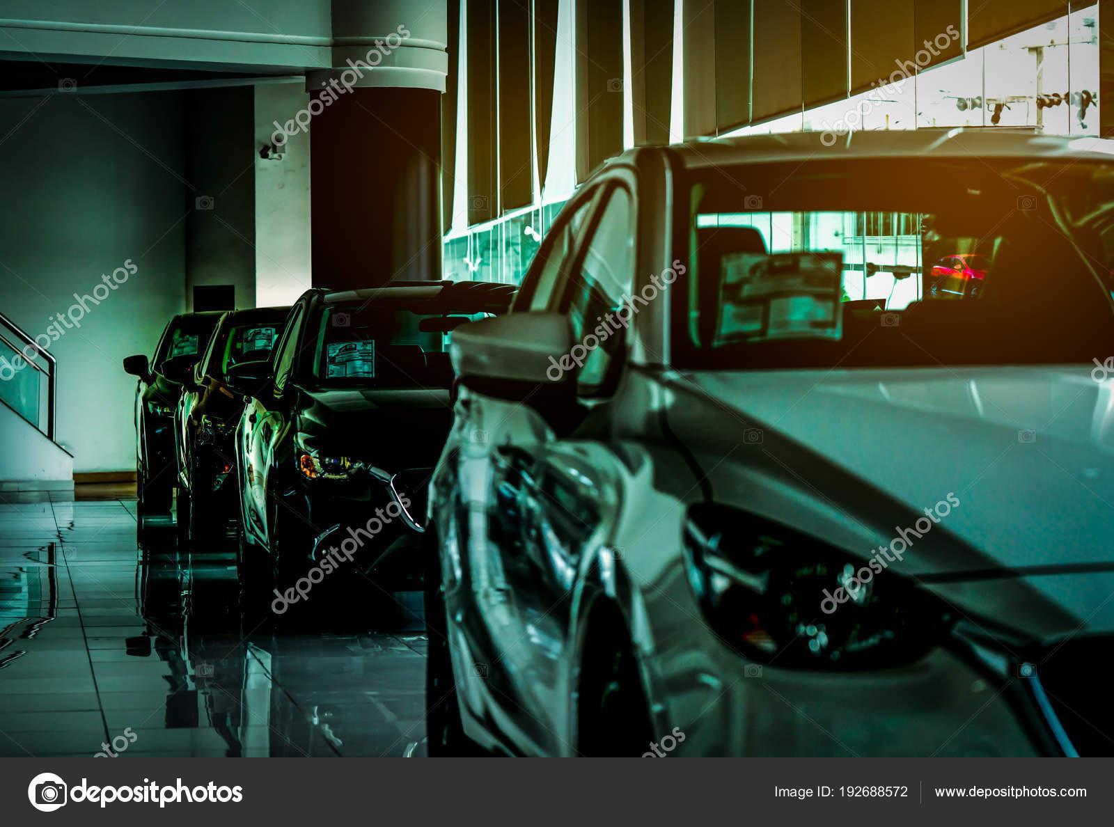 Closeup Nieuwe Luxe Compacte Auto Geparkeerd In Moderne Showroom Te