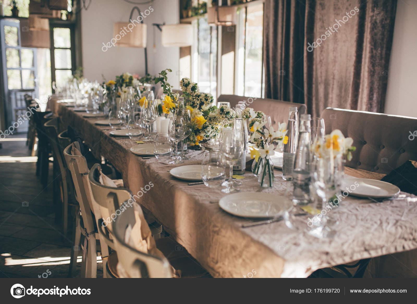 Interieur Des Restaurants Hochzeit Bankett Tisch Für Die Gäste ...