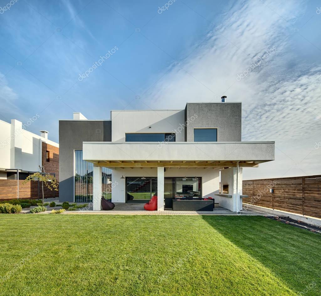 Landhaus Im Modernen Stil Stockfoto C Bezikus 129097922