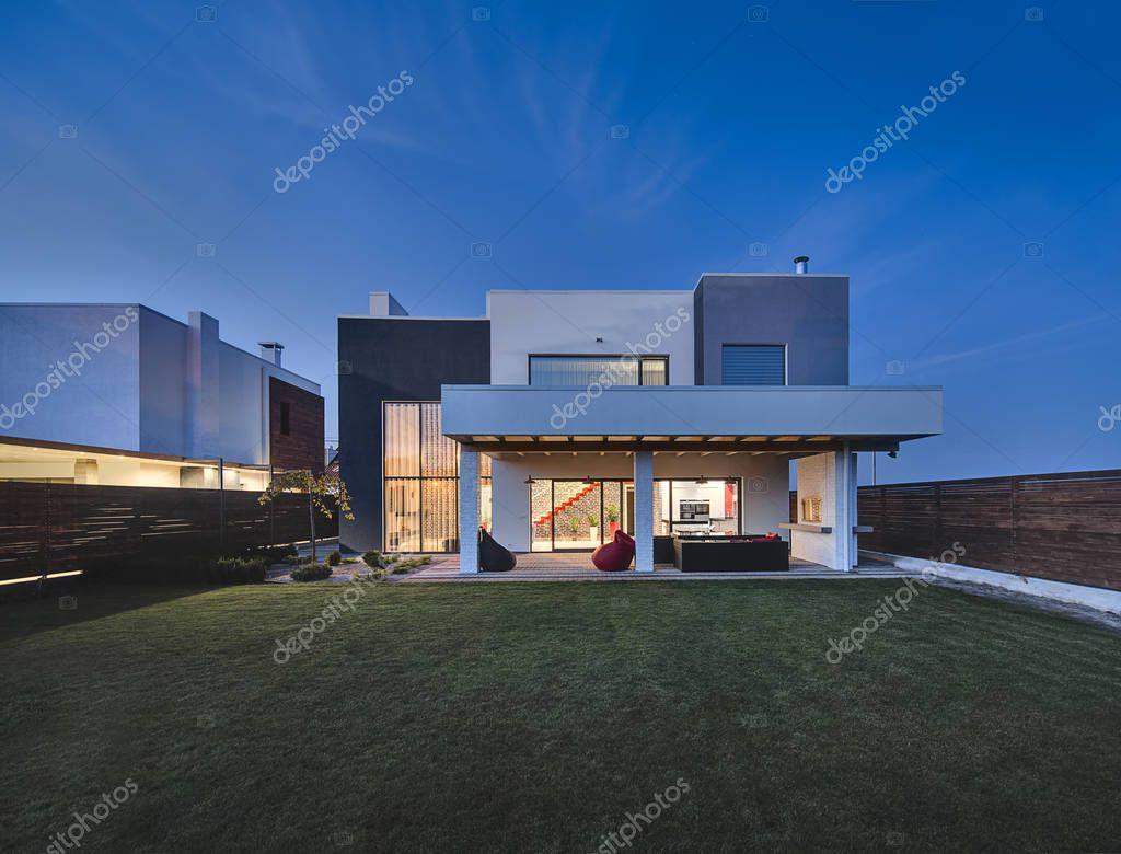 Helle Moderne Landhaus Stockfoto C Bezikus 129287576