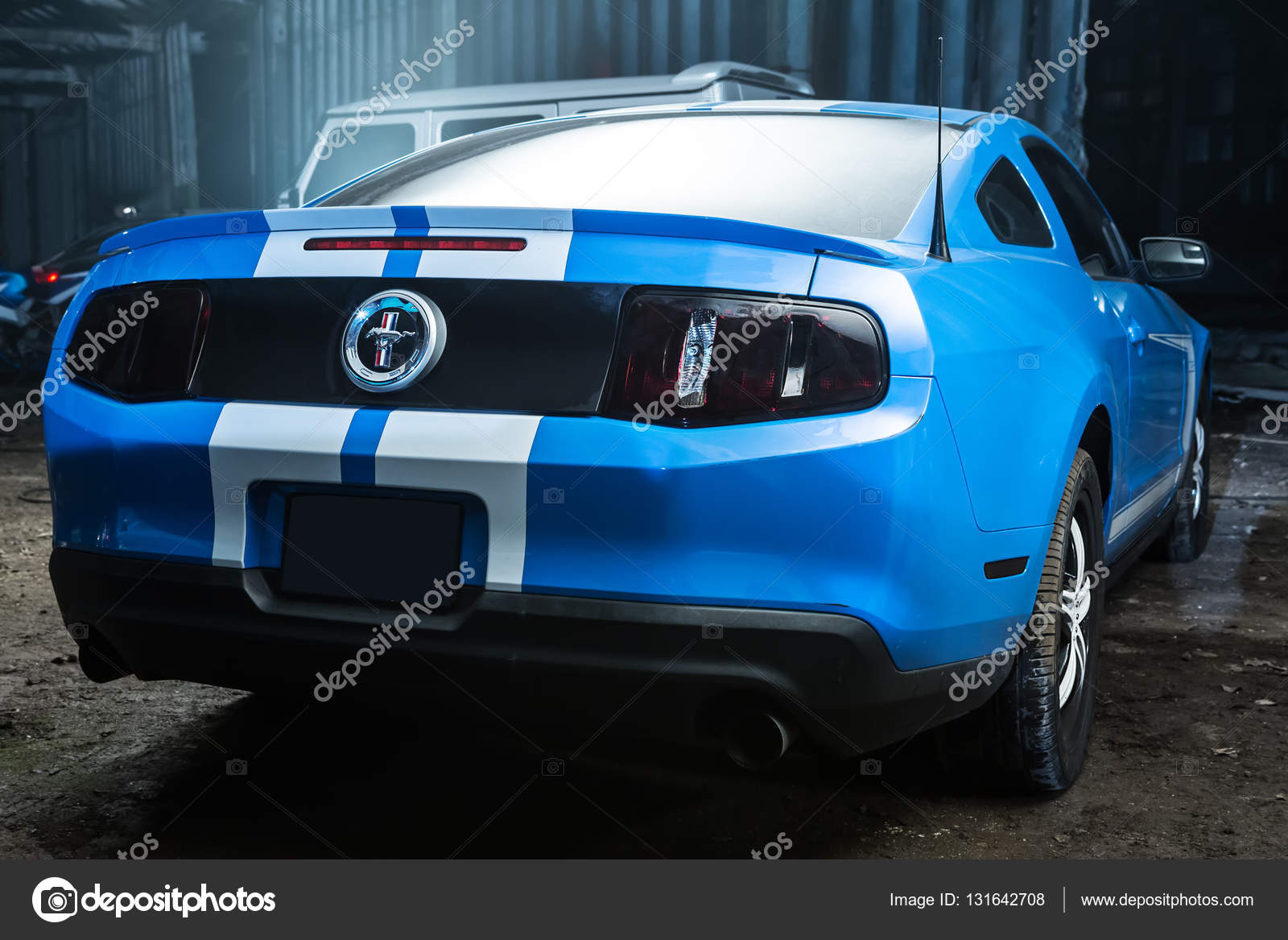 Color blanco Ford Mustang tuning — Foto editorial de stock © bezikus ...