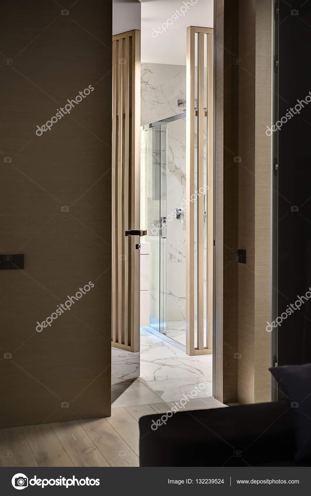 A modern fürdőszoba ajtó — Stock Fotó © bezikus #132239524