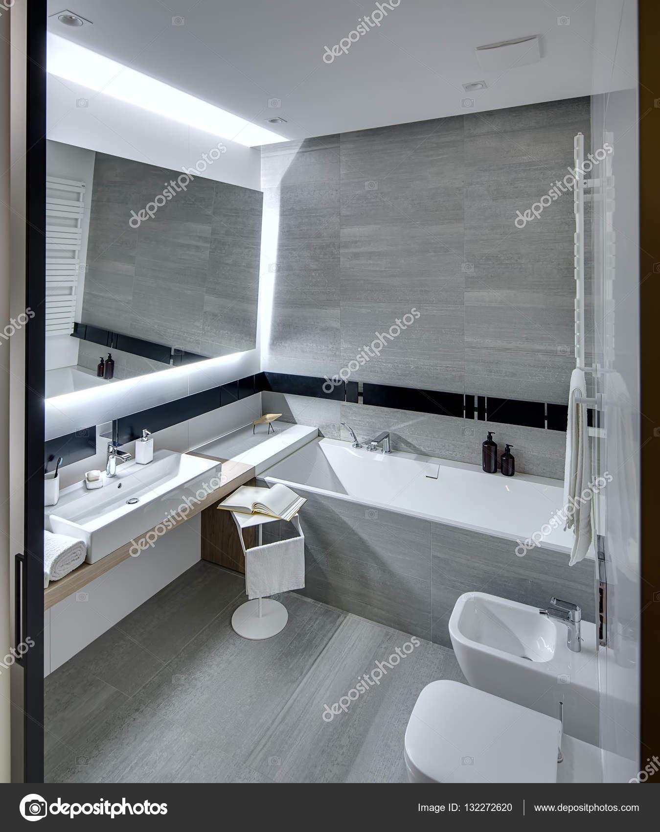 Nowoczesne łazienki Zdjęcie Stockowe Bezikus 132272620