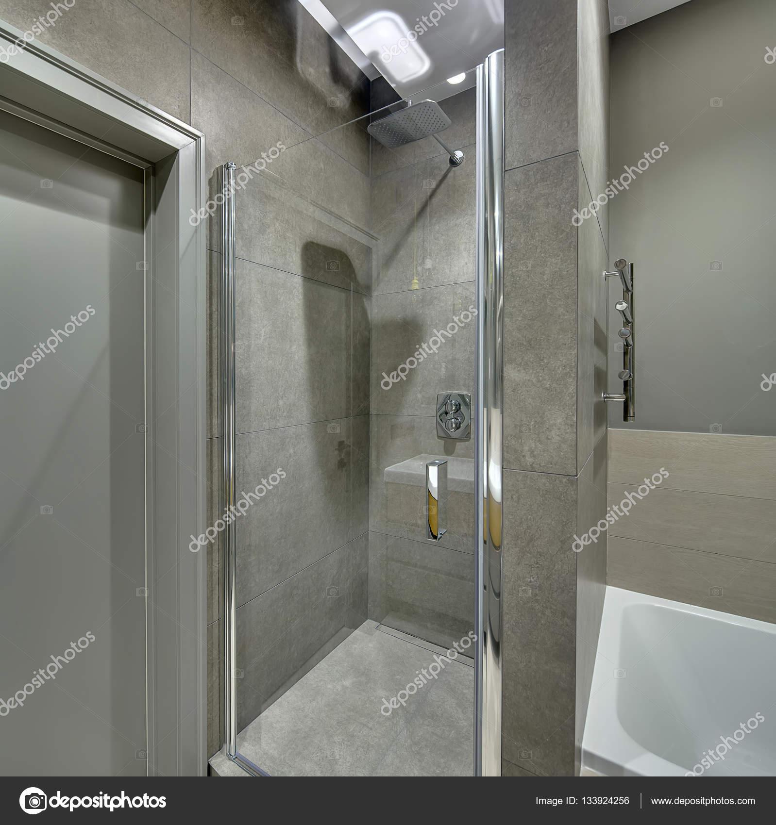 Badezimmer im modernen Stil — Stockfoto © bezikus #133924256