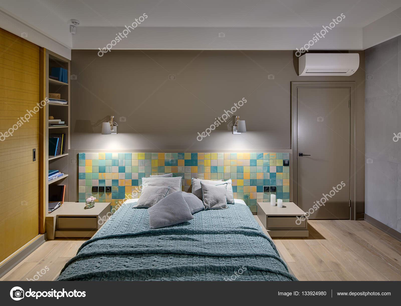 Camera da letto stile moderno — Foto Stock © bezikus #133924980