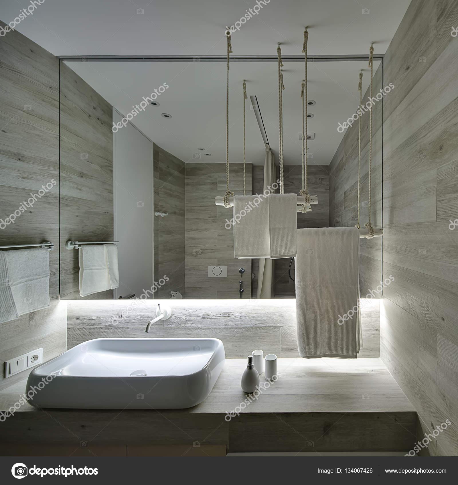 Badezimmer im modernen Stil — Stockfoto © bezikus #134067426