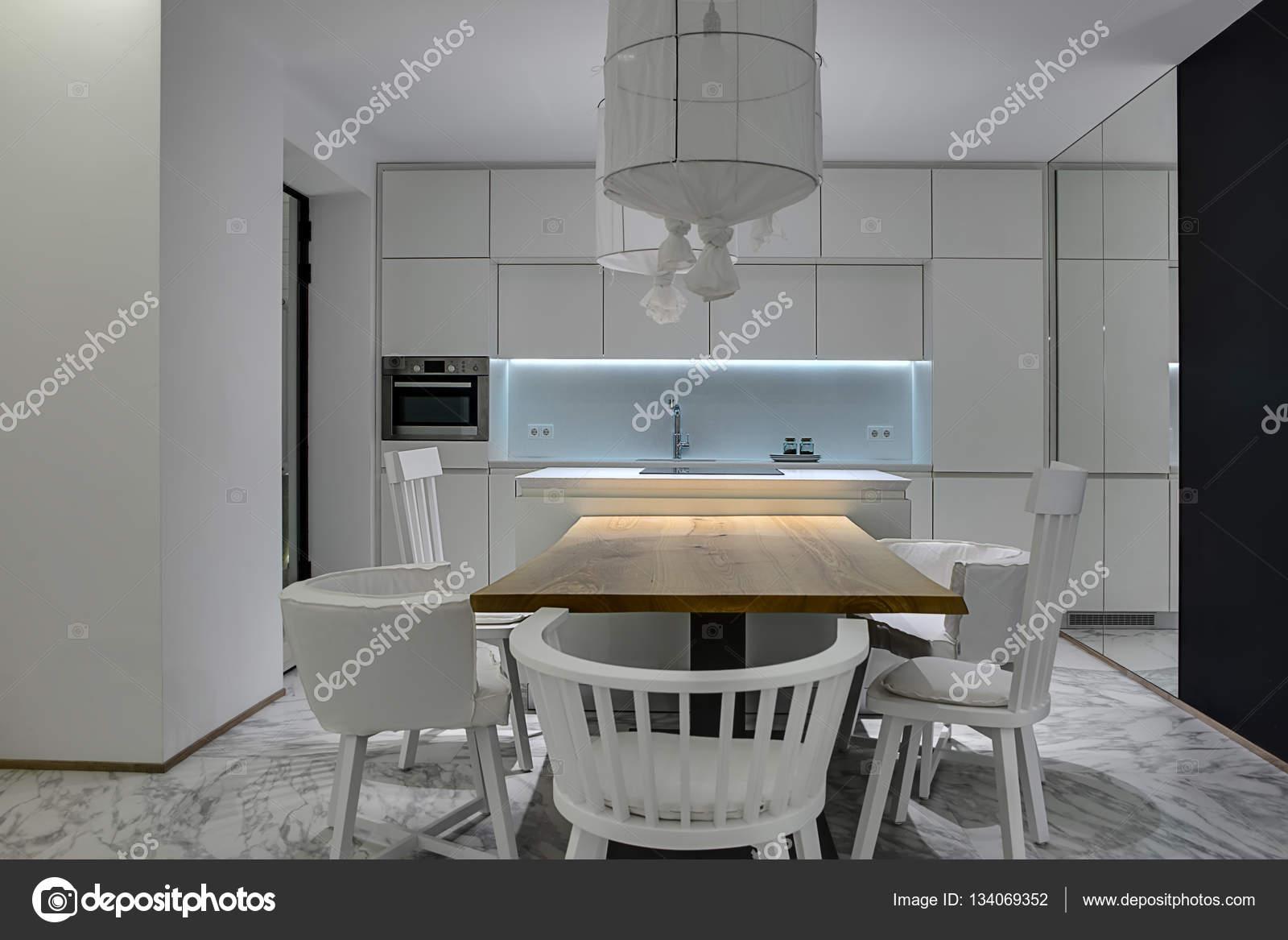 Cozinha Em Estilo Moderno Stock Photo Bezikus 134069352