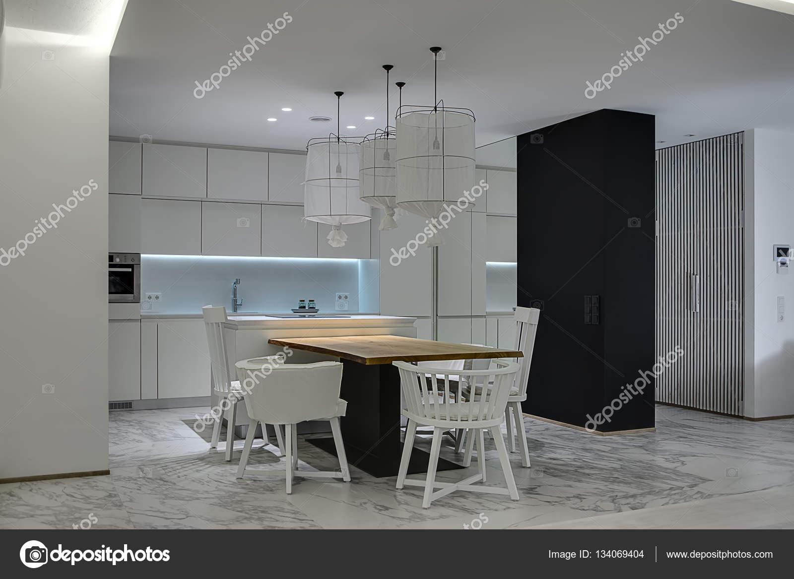 Cozinha Em Estilo Moderno Stock Photo Bezikus 134069404