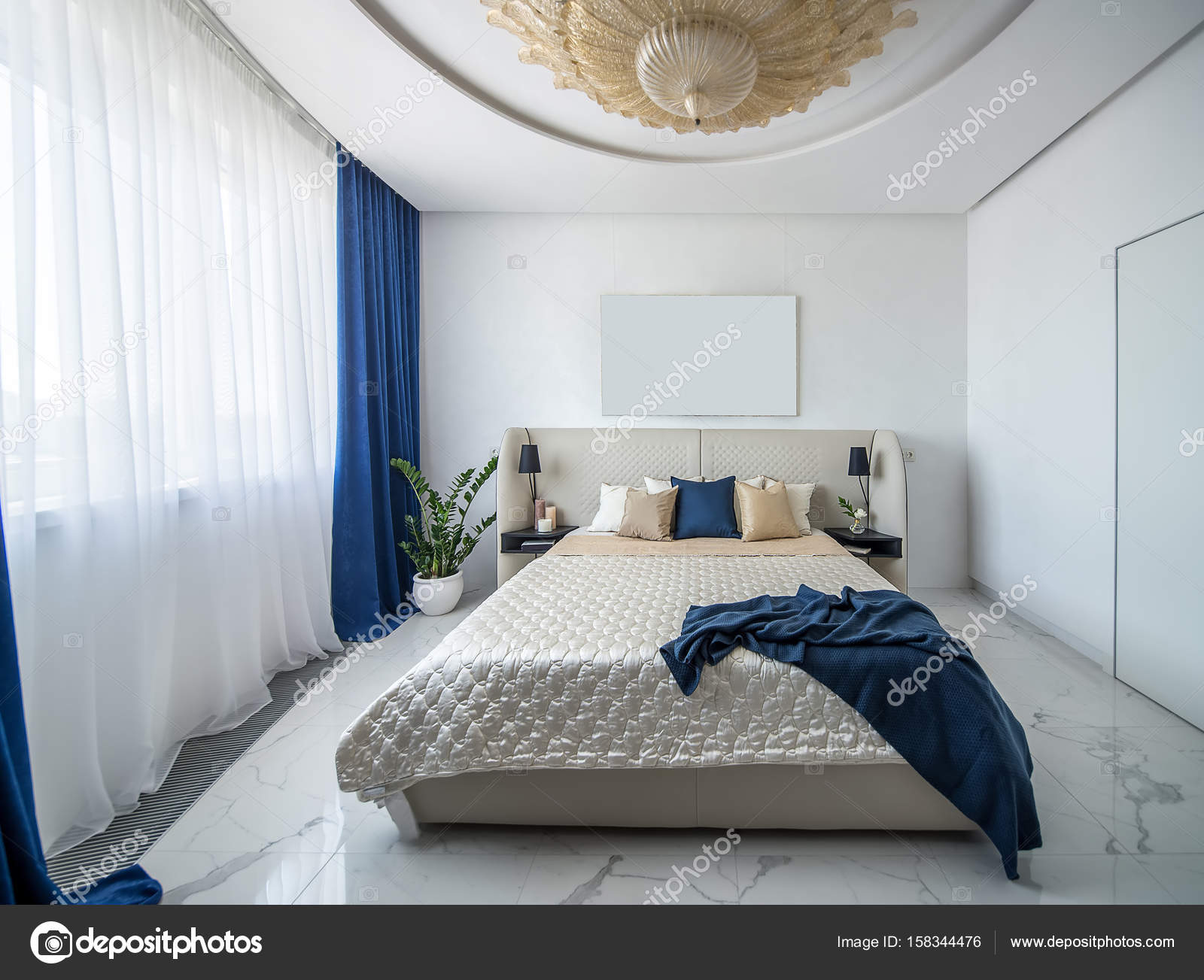Camera da letto di lusso in stile moderno — Foto Stock © bezikus ...