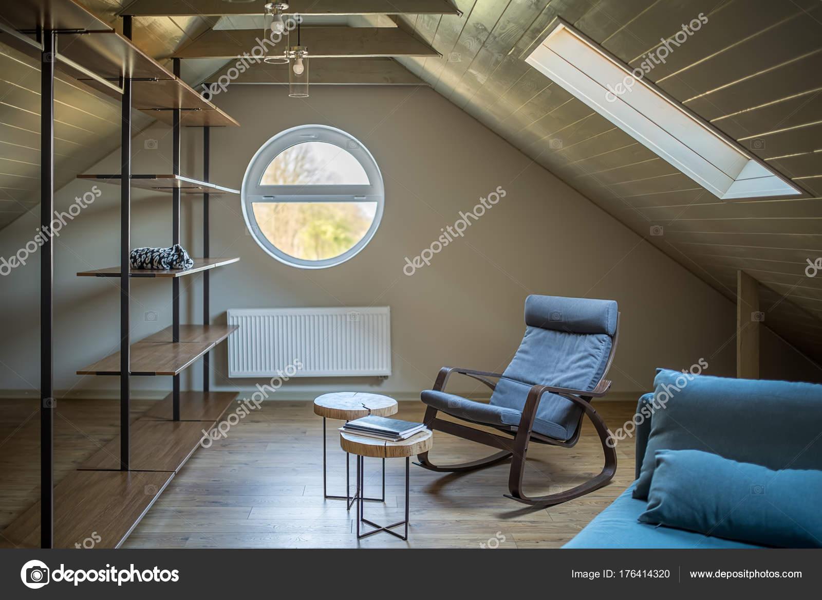 AuBergewohnlich Dachgeschoss Im Modernen Stil U2014 Stockfoto