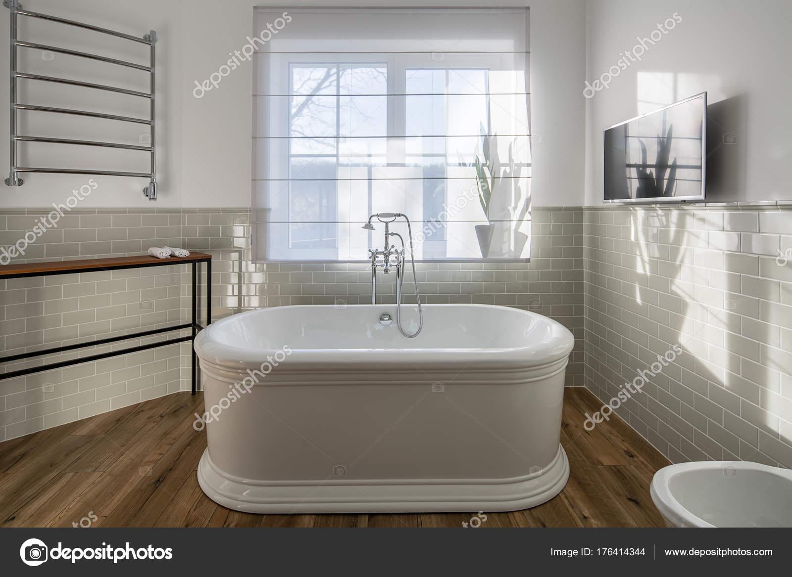 cuarto de baño de estilo moderno — Foto de stock © bezikus #176414344