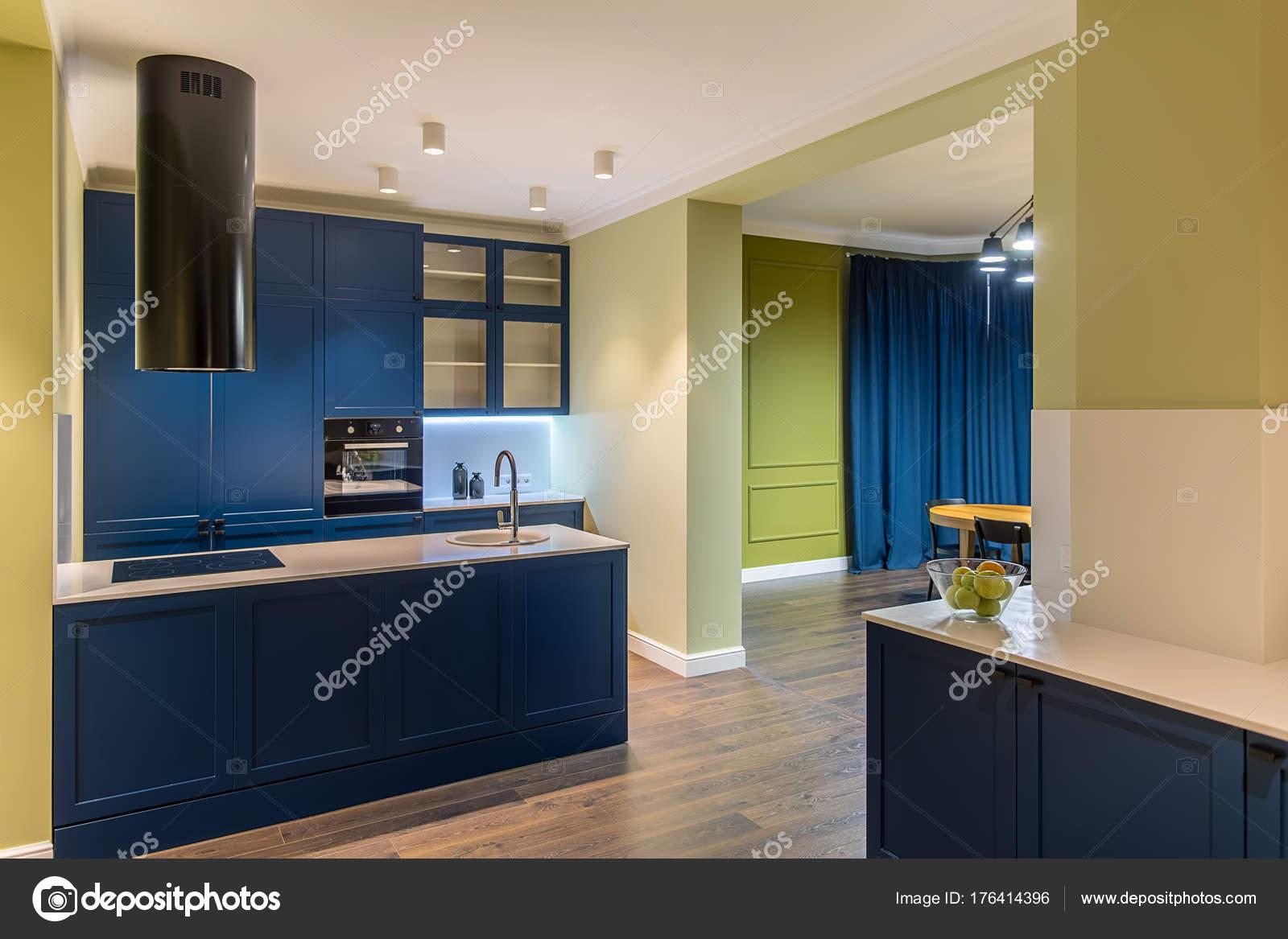 cucina in stile moderno — Foto Stock © bezikus #176414396