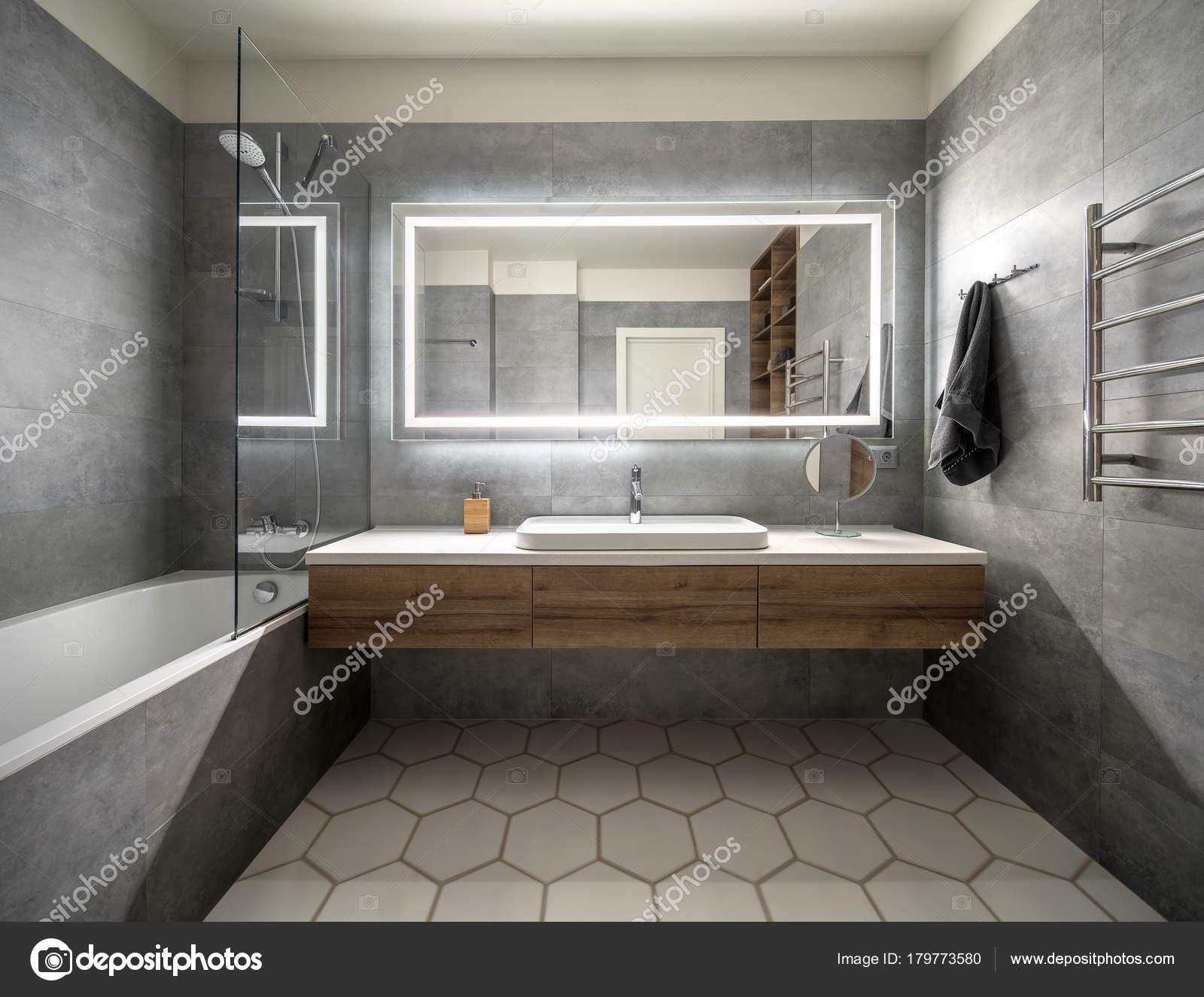 Elegante bagno in stile moderno — Foto Stock © bezikus #179773580