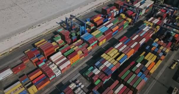 Lager mit vielen Containern