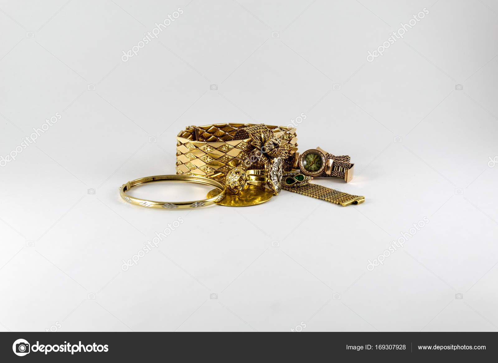 Luxuriöse Und Teure Goldene Bracletes Ringe Und Münzen Luxus