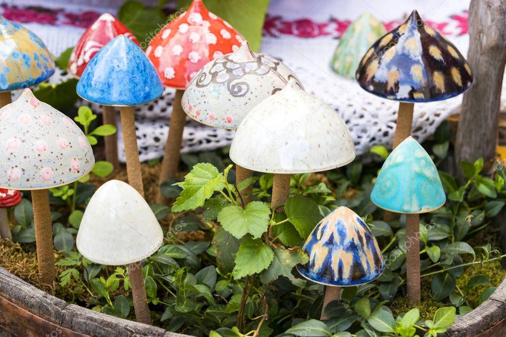 Фотообои Traditional Hungarian ceramics are ceramic mushrooms for decorating pots