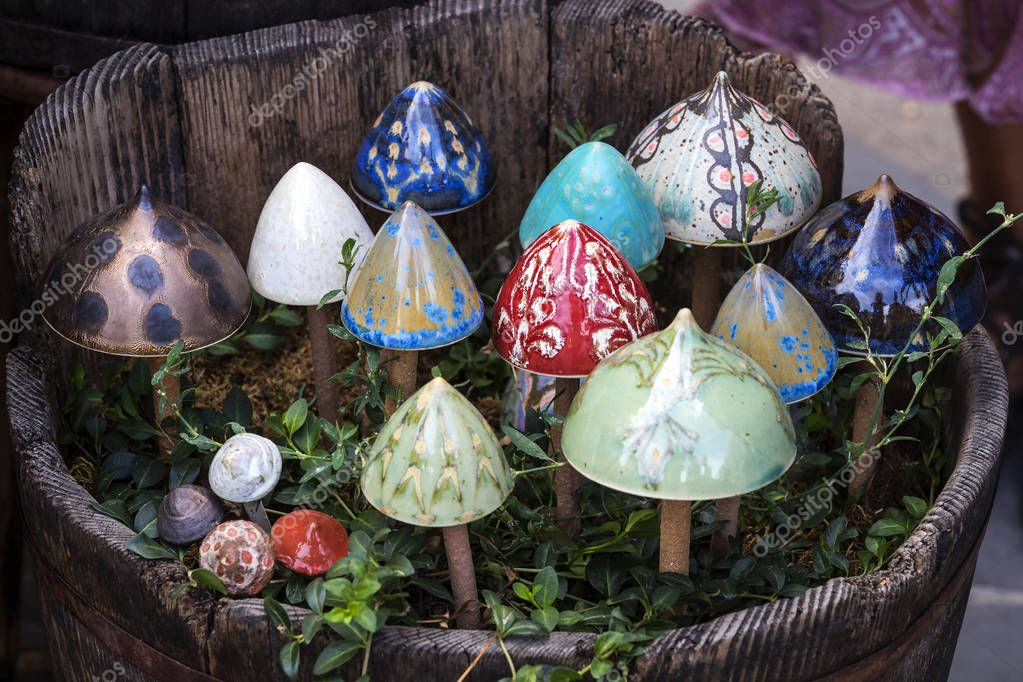 Фотообои Traditional Hungarian ceramics are ceramic mushrooms for decorating pots