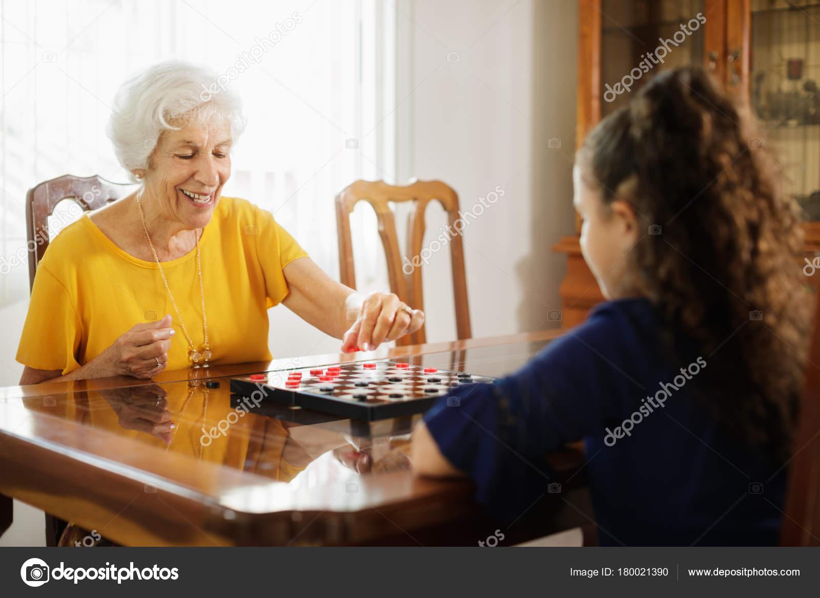 Отношений с девушкой играть