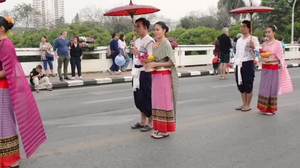 Chiang Mai holiday virágok virágok orchidea, színes, emberek. gyermek, tánc, parádé, felvonulás.2 february2018