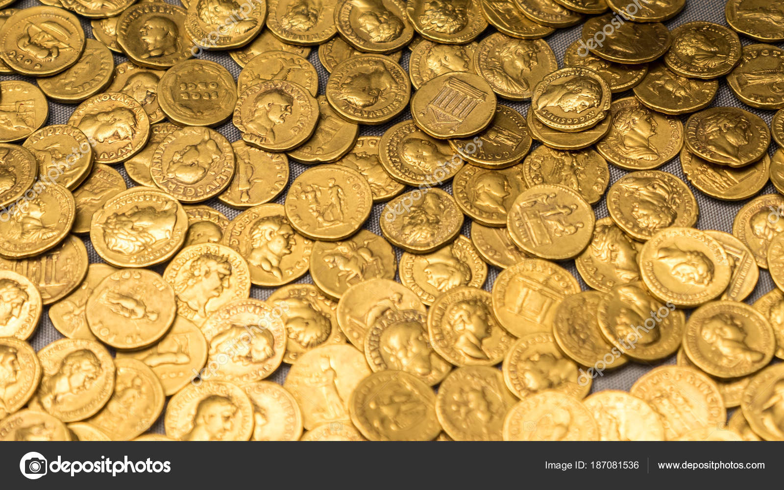 Roman gold coins hoard — Stock Photo © pxl store #187081536