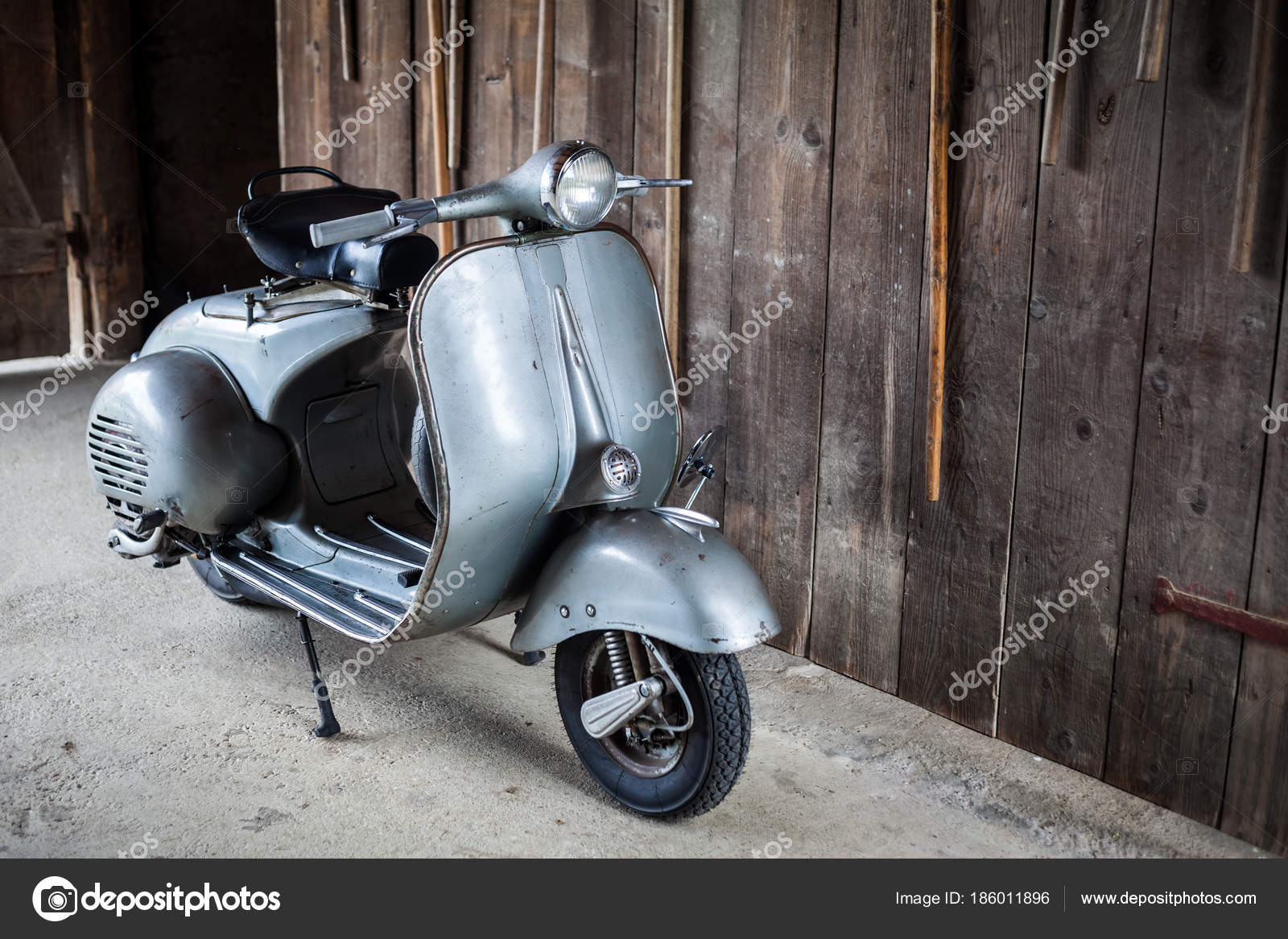 Barnfind Vieux Rouille Occasion Moto Italienne Scooter Sur
