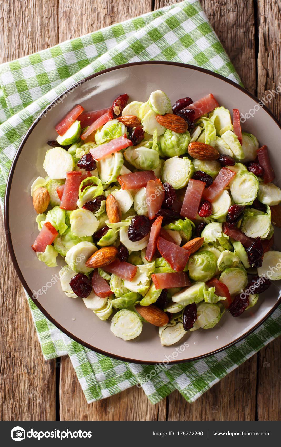 Kızılcık ile lahana salatası tarifi 88