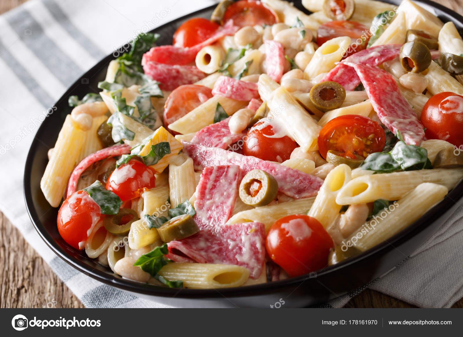 Kuchnia Włoska Makaron Penne Z Salami Ser I Warzywa Cl