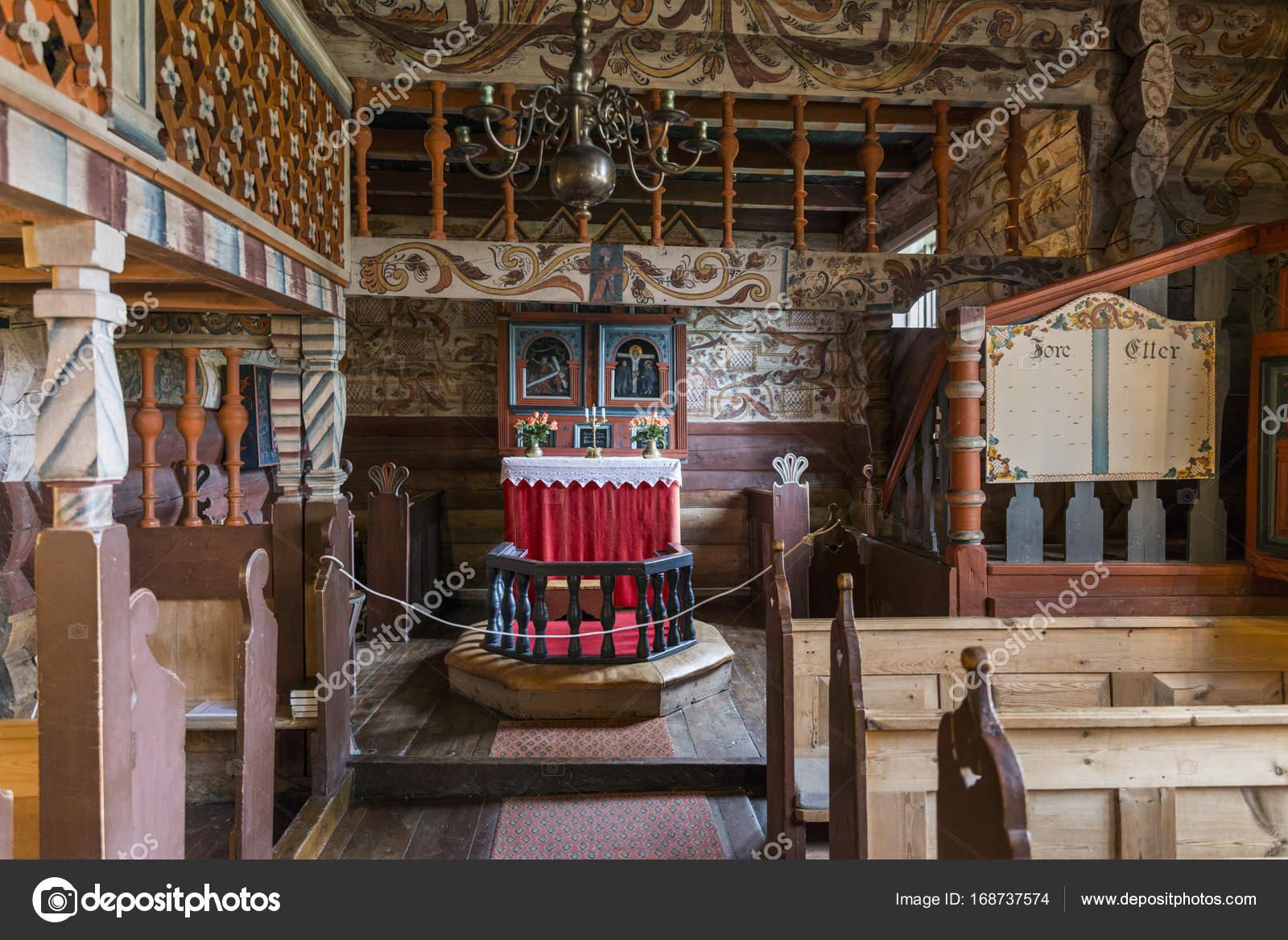 interieur van staafkerk in Bykle – Redactionele stockfoto ...