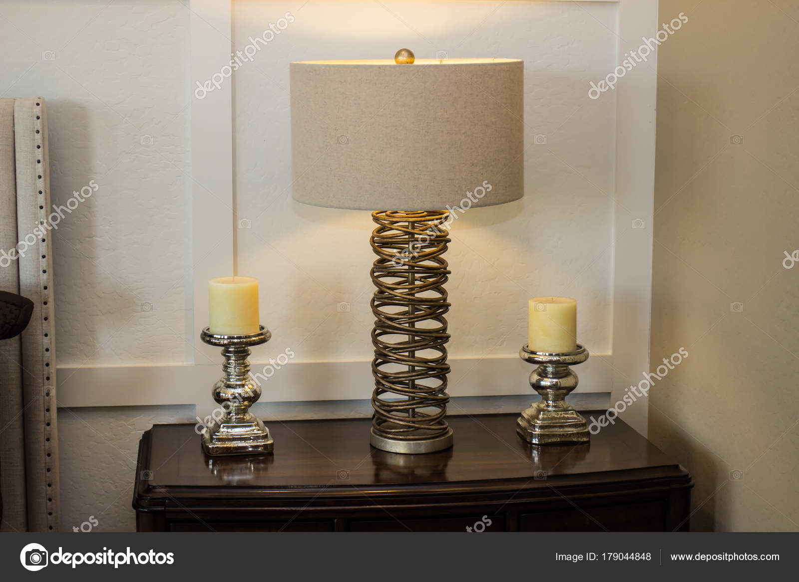 Lamp slaapkamer. slaapkamer met bed en lamp decoratie stockfoto with