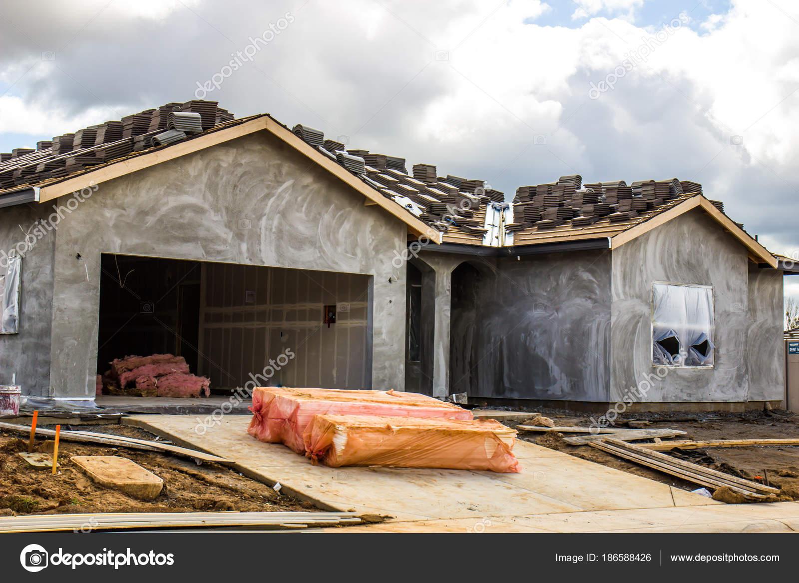 Eingeschossige Neubau von zu Hause mit den letzten Stuck außen ...
