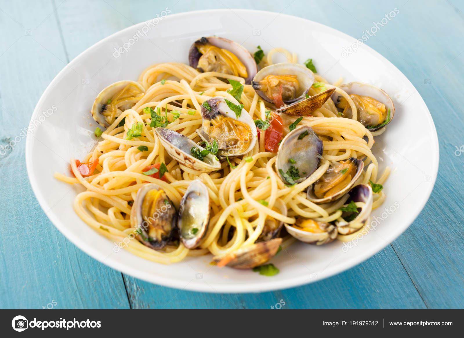 Spaghetti met venusschelpen peterselie mediterrane keuken