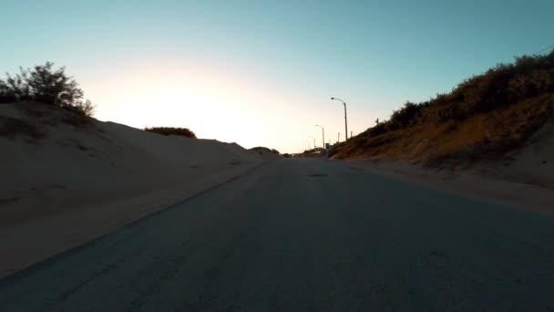 Antenna lövés mozgó, tengerparti út mentén