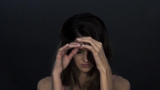 Donna Che Spinge I Capelli Dietro Le Orecchie Rallentatore Video