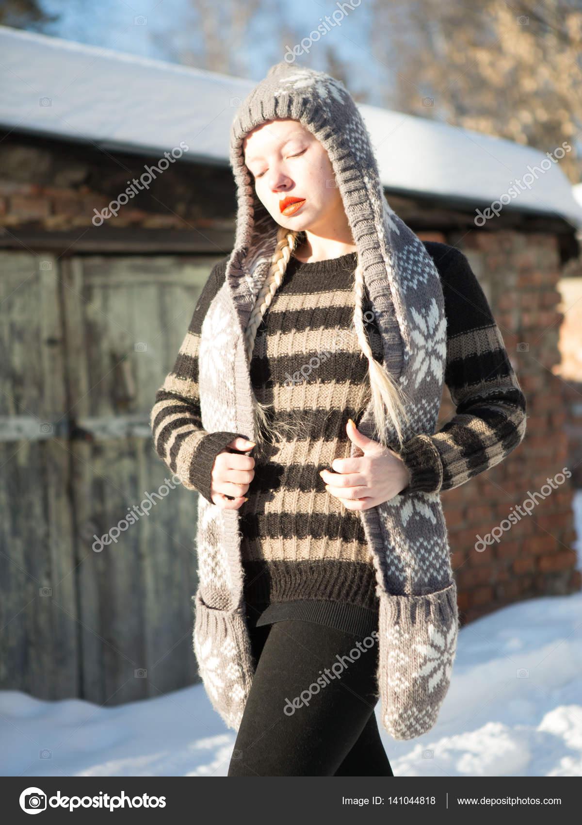 perepihnulis-zimoy-s-blondinkoy-porno-zrelie-zamuzhnie-poka-muzh-na-rabote