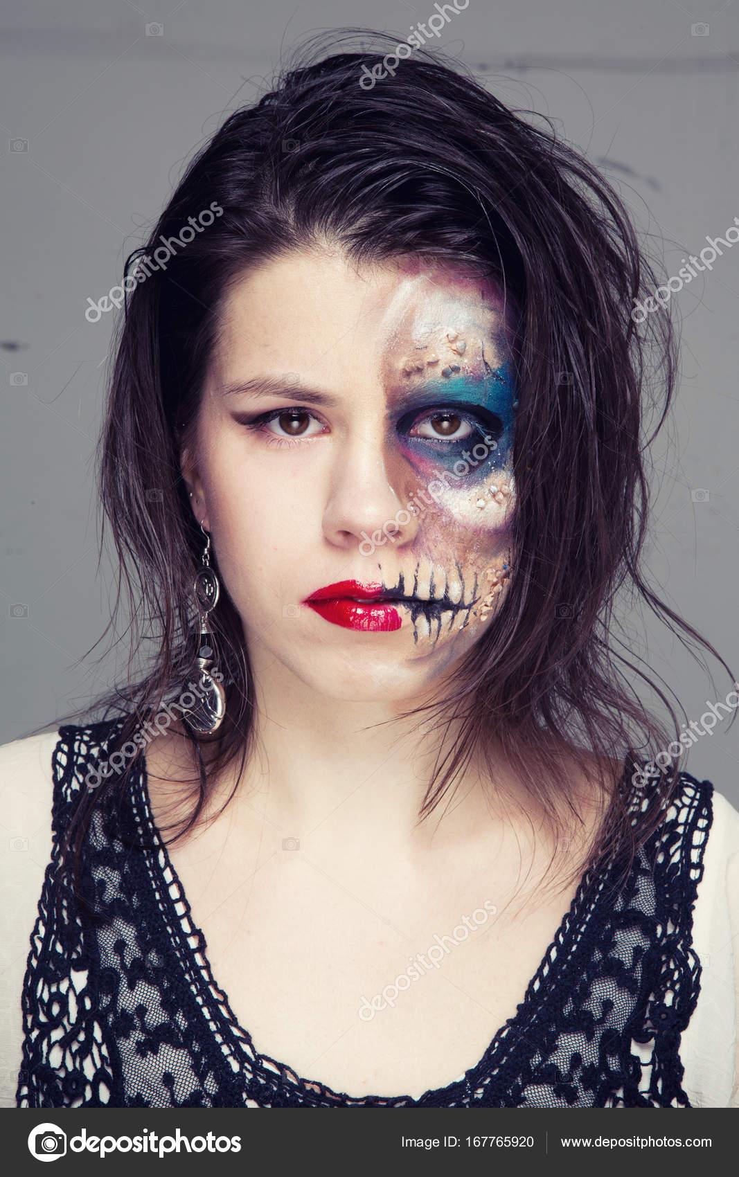 Maquillaje vestido en blanco y negro imagenes
