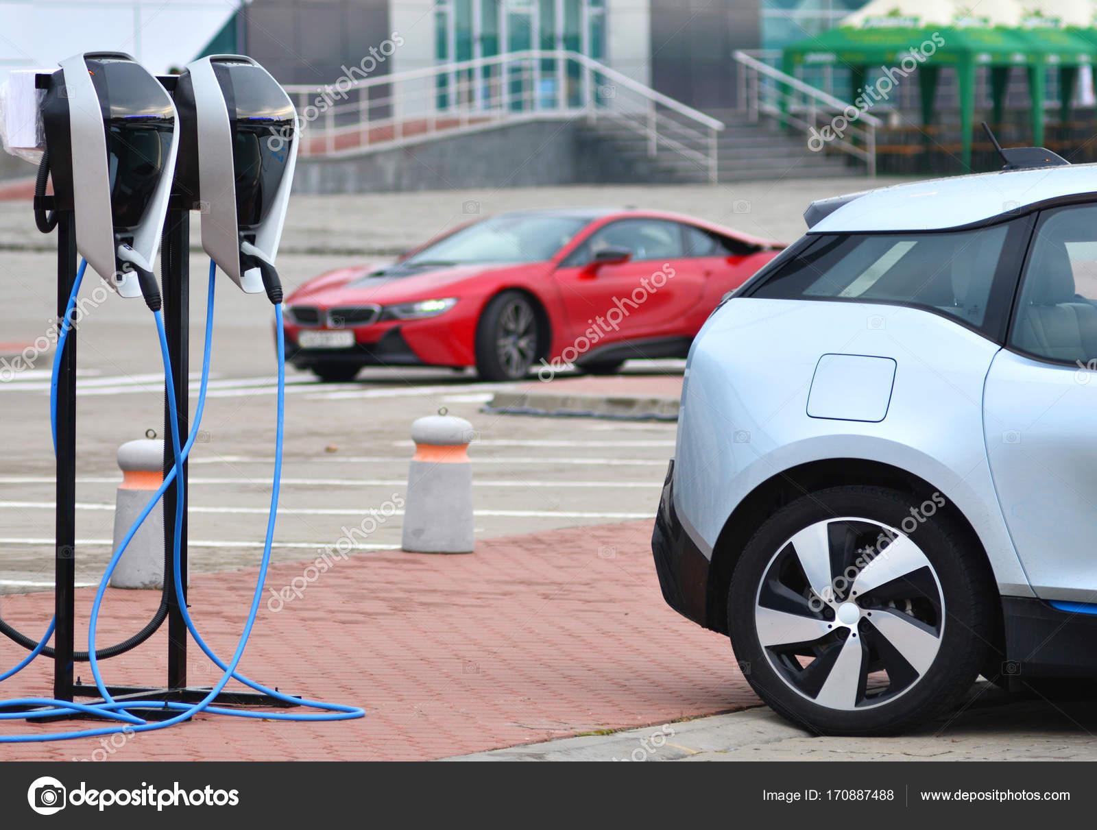 Parkeren Voor Het Opladen Van Een Elektrische Auto Station Met